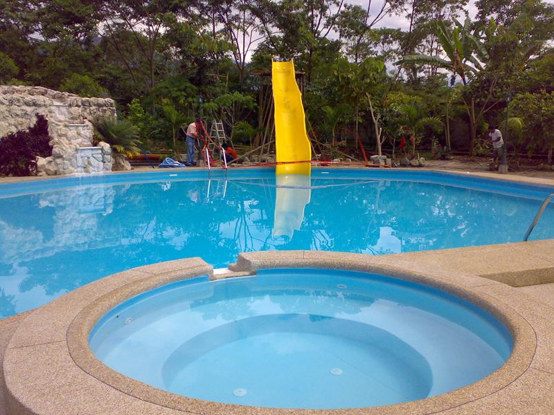 Hidromaxi toboganes quito ecuador toboganes piscinas for Construccion de piscinas en ecuador